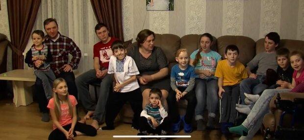 Сім'я з Чернівців, фото: скріншот з відео
