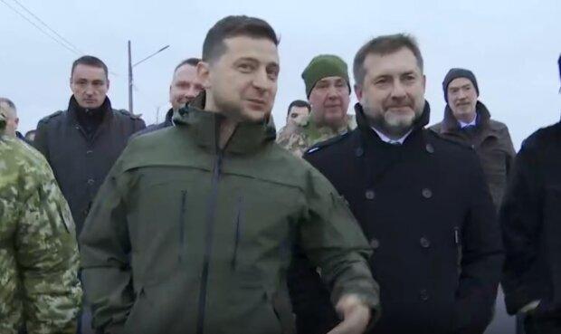 Владимир Зеленский в Станице Луганской, скриншот из видео: Офис Президента