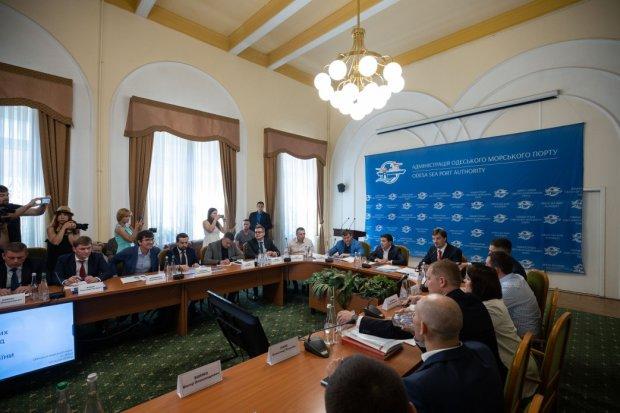 Зеленський відкриє українцям дорогу до Криму: слуга народу поставив суворий ультиматум