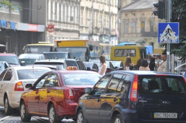 Львiв'ян пересадять з автiвок у маршрутки: у Садового приголомшили заявою