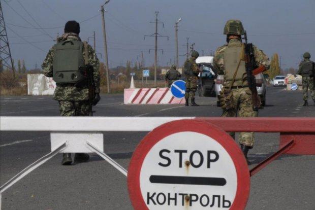 Главные пункты пропуска в Крыму блокируют транспорт: система дала сбой