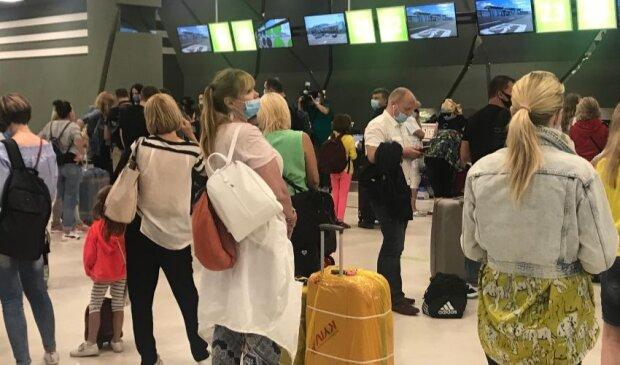 в аэропорту, фото: Униан