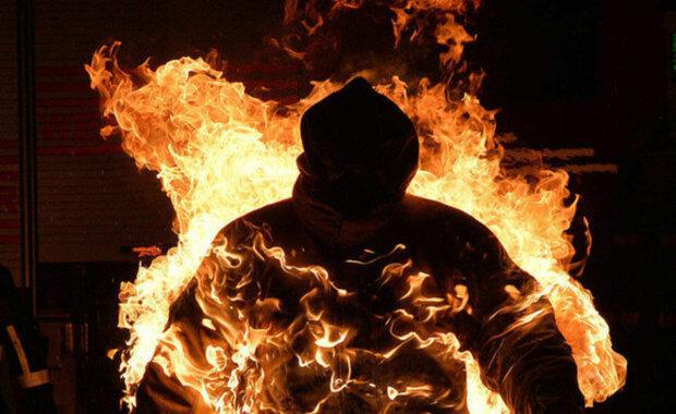 Просто смотрел, как умирает товарищ: в центре Днепра мужчина сгорел заживо