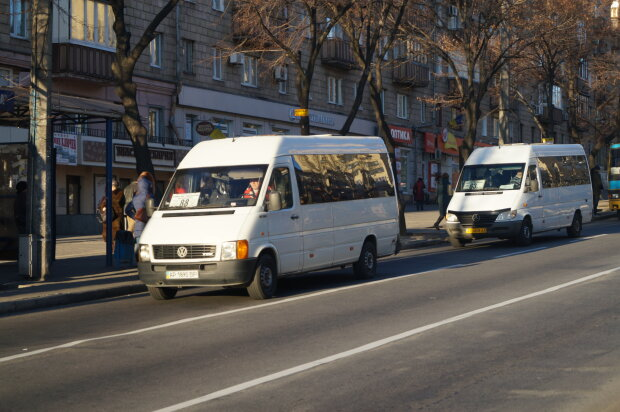 Выгнал за 200 гривен: в Запорожье маршрутчик установил рекорд хамства