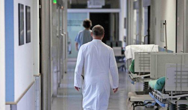 Чоловік помер від холоду на сходах лікарні