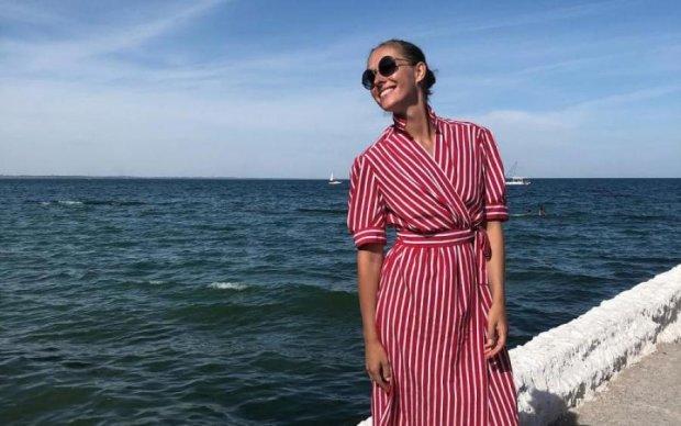 Жарко: Катя Осадчая засветила безупречную фигуру на пляже