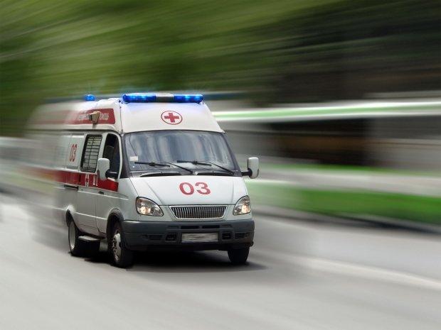 Груды развороченного металла и лужи крови: в Харькове водитель решил испытать удачу и пролетел на красный