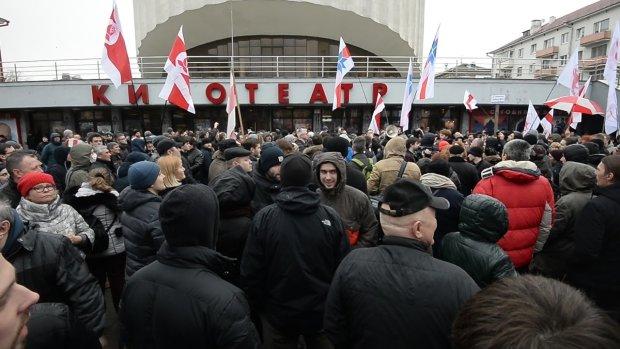 Десяток політиків, активістів і музикантів заарештували прямо в центрі міста: усі подробиці