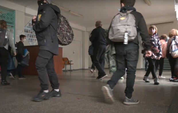 школа, скріншот з відео