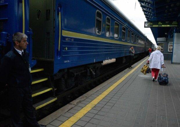 """""""Кнопка тревоги не работала"""": пассажир поезда едва не простился с жизнью, в """"Укрзализнице"""" отмахнулись: """"А что мы сделаем?"""""""