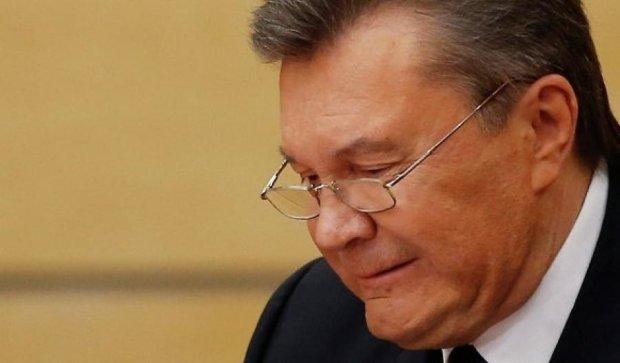 Забув вкрасти печатку: Янукович намагався відмазати від державної зради сотні прокурорів