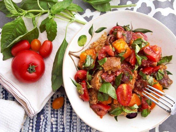 Простий рецепт італійського салату панцанелла
