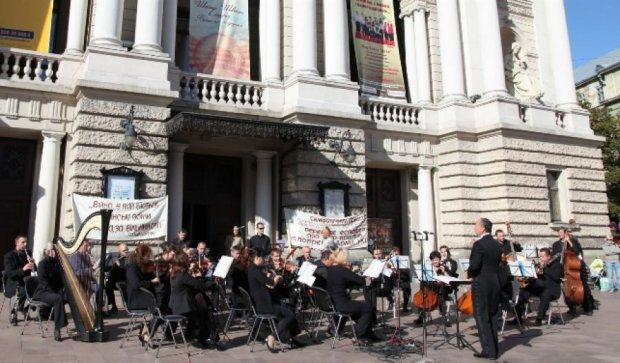 Артистический взвод из Львова отправили на войну