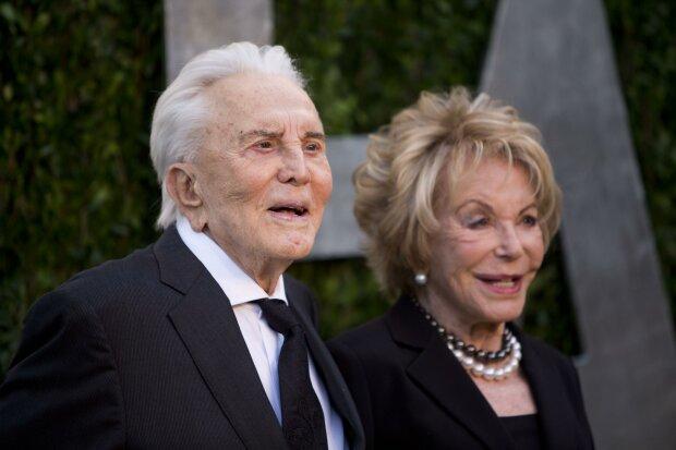Найстаріша пара Голлівуду вразила світ прикладом вічного кохання: йому - 102, їй - 100, разом 65 років
