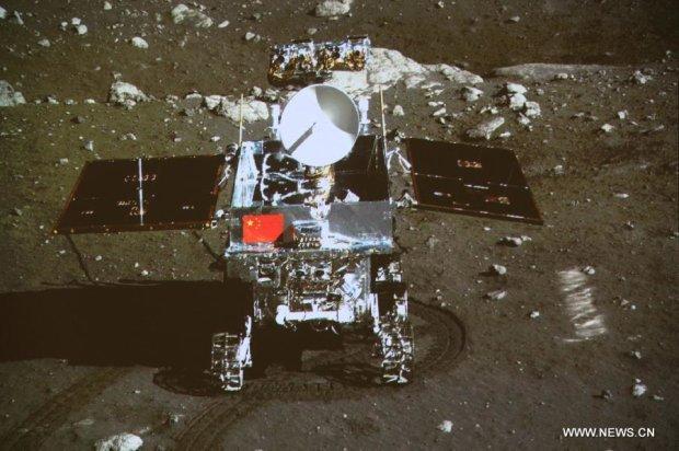 """Китайський зонд """"Чан'є-4"""" став першовідкривачем темної сторони Місяця"""