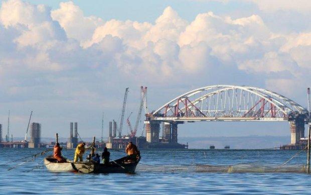 Крымский мост торопятся завершить, пока он не обрушился: фото