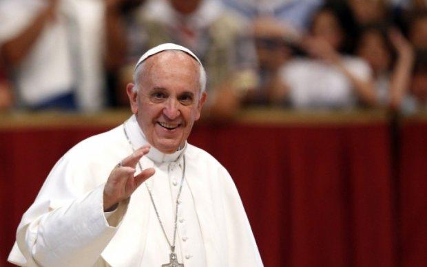 Маленькая итальянка стащила у Папы Римского шапку