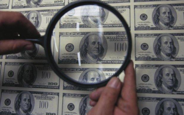 Украину наводнили донецкие доллары