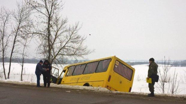 Шкільний автобус перетворився на купу брухту і поховав дітей лікарі з останній сил борються за життя вцілілих