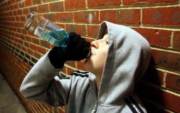 Звичайна справа: діти вирішили випити самогону, але щось пішло не так