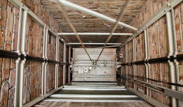 Очередной киевский лифт сдали на металл