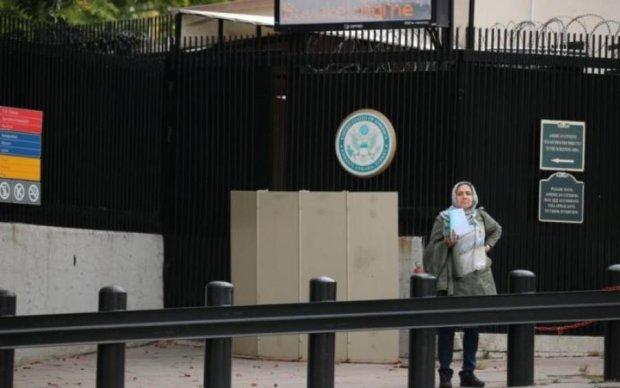 Невідомі обстріляли посольство США: перші подробиці