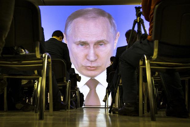 Пластилінова пика: в мережі показали дикі мутації Путіна, росіяни здивовані