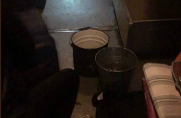 Дощ у вагоні Укрзалізниці, скріншот з відео
