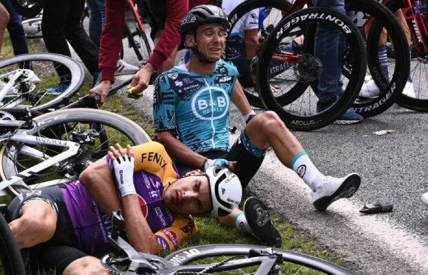 """Аварія на """"Тур де Франс"""", скріншот: YouTube"""