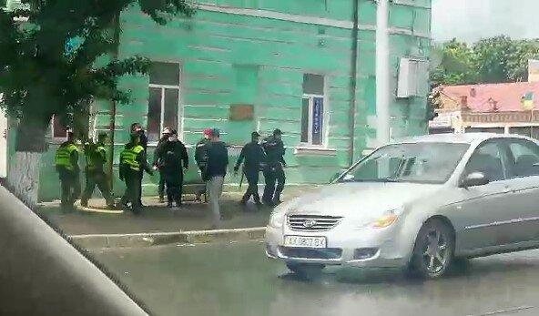 У Харкові влаштували облаву на трьох в'язнів, які втекли з-під носу у копів