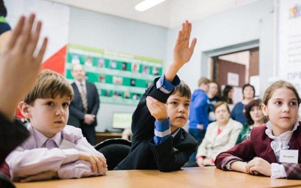 Вчителям пообіцяли солодке життя: кому підвищать зарплати