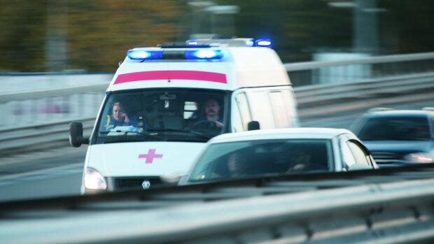 Страшна ДТП шокувала Київ: іномарка протаранила маршрутку з пасажирами, лікарі неслися з усіх ніг
