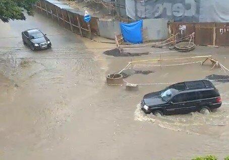 Ужгород пішов під воду - машини плавають, українці лаються