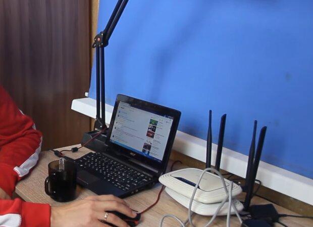 Подключение к интернету, кадр из видео