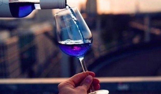 Шок для сомельє: іспанці винайшли блакитне вино