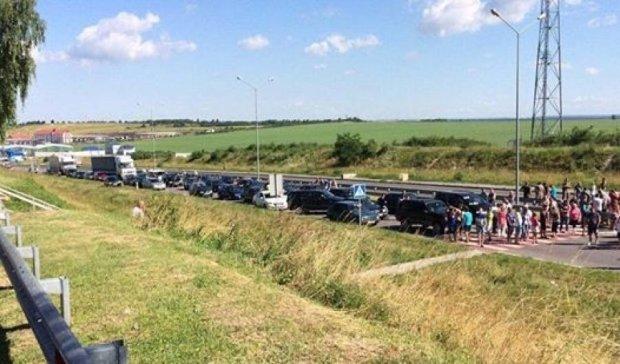 Протестующие заблокировали три пункта пропуска на украинско-польской границе