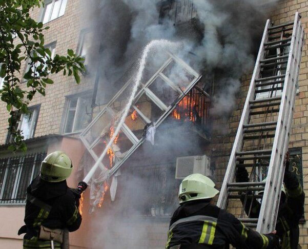 У Києві спалахнуа пожеж в житловому бдинку