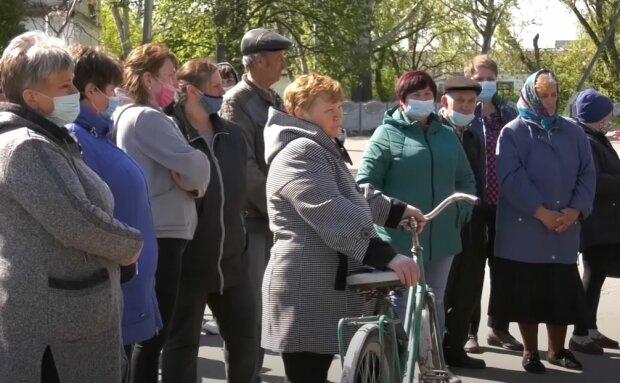Жители Бреусовки, скриншот: YouTube