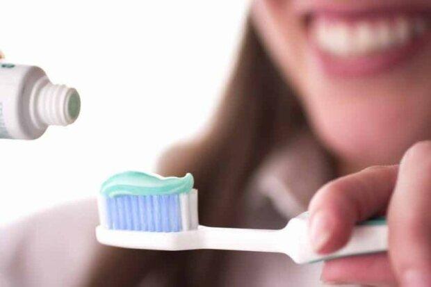 Обличчя без висипань і блискуча машина: лайфхаки із зубною пастою для ідеального життя