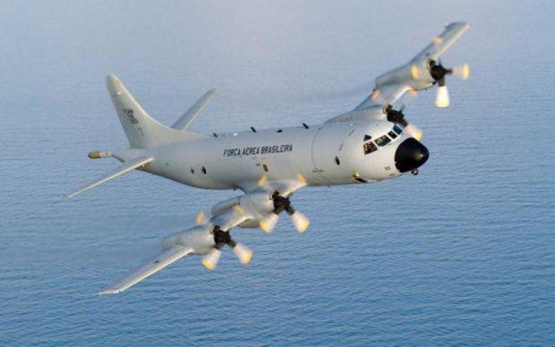 """Російський літак """"підрізав"""" американського розвідника над Чорним морем"""