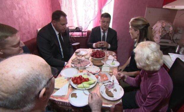 Владимир Зеленский с журналистами, фото: CBS News