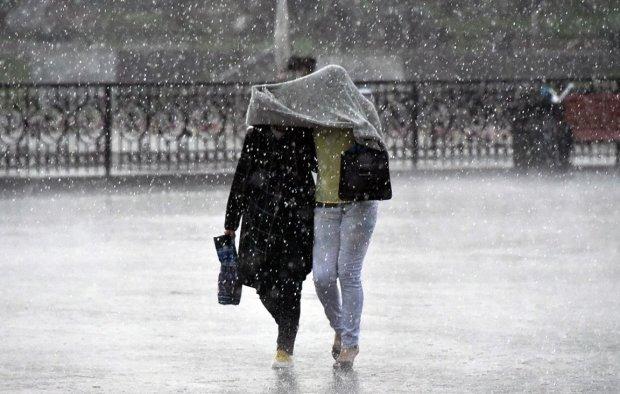 Погода на 12 липня: проливні дощі не відпустять українців, готуйте парасольки