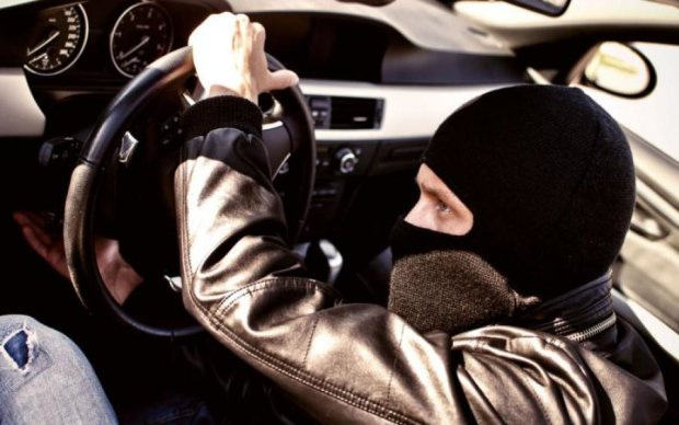 Як крадій-невдаха без штанів залишився: відео