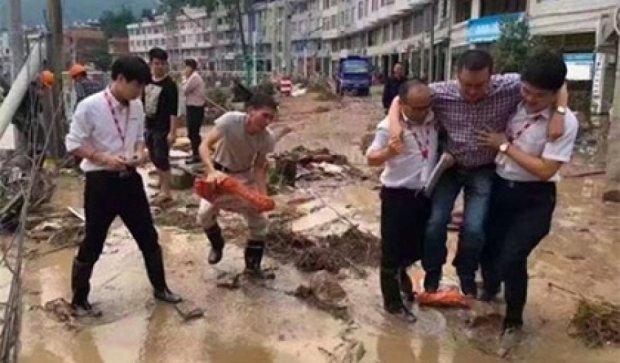 Чисте взуття позбавило китайського чиновника посади