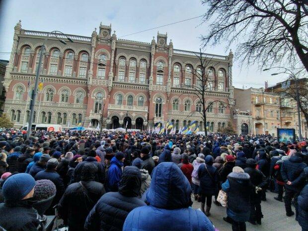 В Україні закрилися сотні відділень банків, у чому причина