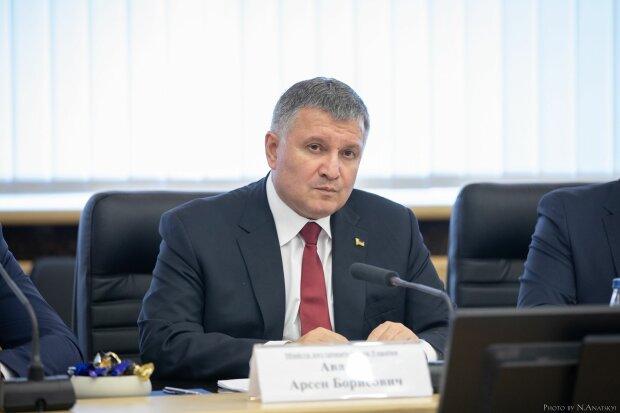 """Аваков взял на поруки """"минера"""" моста Метро, все из-за его прошлого на Донбассе: виноваты наркотики"""