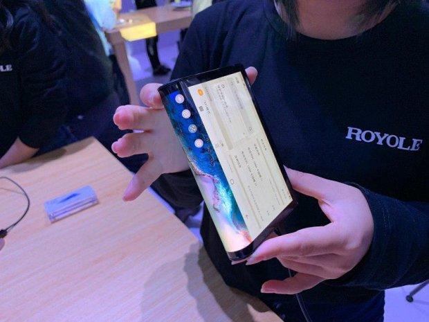 Intel покаже гнучкий смартфон власного виробництва: фото