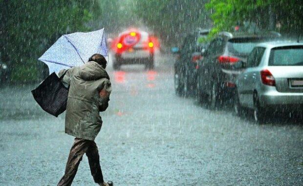 Львів'яни, доведеться мокнути: стихія змусить озброїтися парасольками в останній день вересня