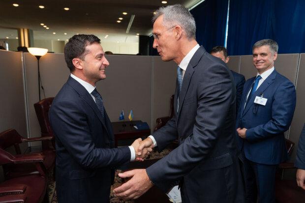"""Фото Зеленского и Столтенберга во время визита послов НАТО в Украину рассмешило сеть: """"Опять двойка"""""""