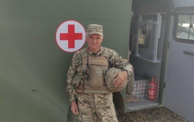 """54-річний бойовий медик Ростислав кинув акушерство заради порятунку танкістів: """"Хотів бути корисним"""""""